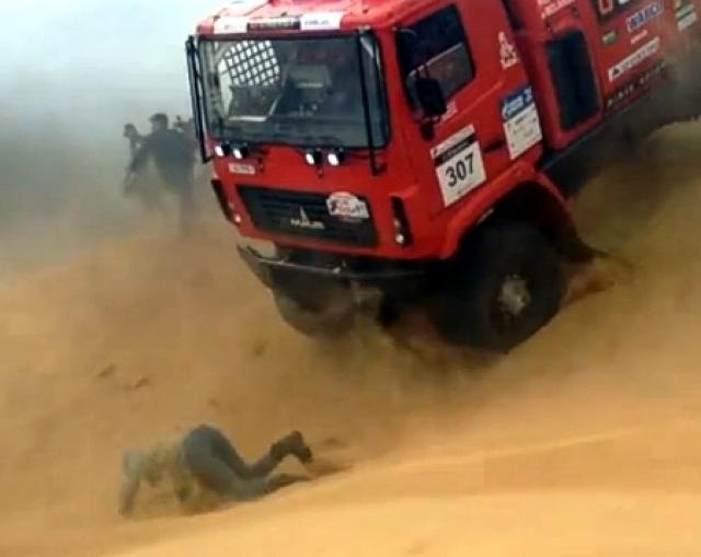 Белорусский грузовик сбил зрителя на ралли под Астраханью