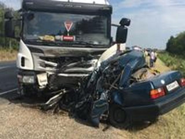 Фургон смял легковую машину натрассе M7 вТатарстане, 5 человек погибли