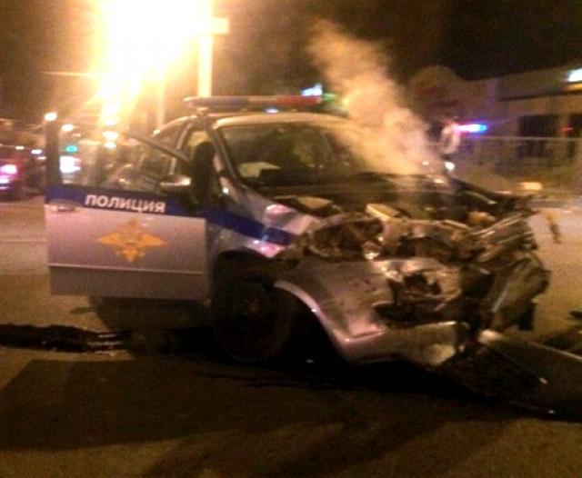 ВТатарстане полицейский автомобиль попал вДТП