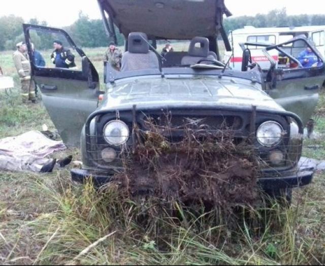 Смертельное ДТП вТатарстане: три человека погибли, опрокинувшись на«УАЗе» вовраг