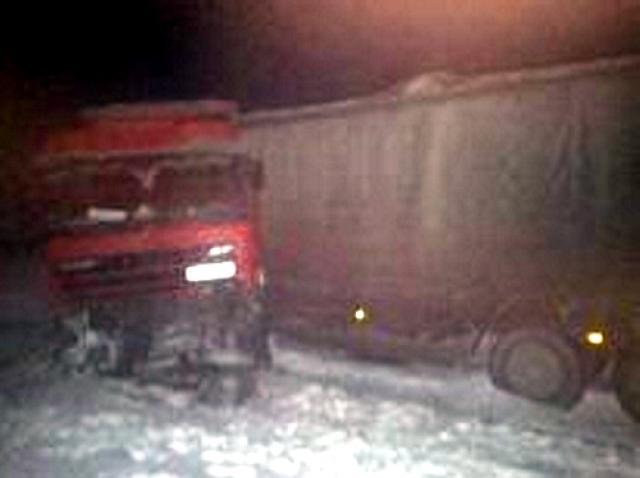 ВТатарстане иностранная машина влетела под грузовой автомобиль, погибла пассажирка