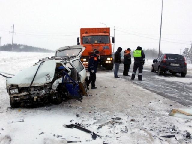 ВТатарстане назаснеженной трассе вДТП погибла пассажирка «Оки»