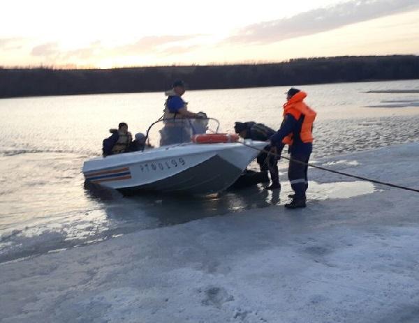 ВТатарстане рыбаков сняли суплывшей льдины