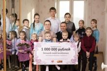 Многодетной семье из Набережных Челнов подарили миллион рублей