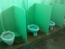 Причина прогулов - в туалете