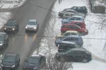 За год в Челнах за парковку на газонах оштрафованы 800 водителей