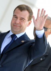Медведев находит управу на банки и страховщиков