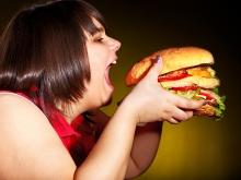 «Макдоналдс» недодает своим едокам энергии в бургерах и коктейлях