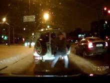 В Набережных Челнах нетрезвый мужчина сбежал из полицейского  'УАЗа'