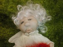 Бабушка в Набережных Челнах шьет внучке куклу к 14 февраля