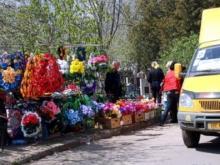 Городские автобусы поедут на кладбище в Родительский день