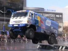 Эдуард Николаев за рулем «КАМАЗа» продемонстрировал мастерство на московском Тюнинг - шоу