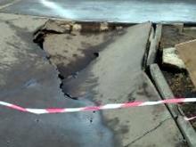 В Набережных Челнах обрушился тротуар