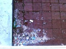 Кто будет чистить крышу магазинов, пристроенных к дому 43-02?