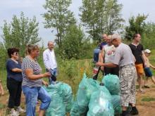Беженцы с Украины убрались на набережной Камы в Набережных Челнах