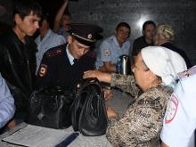 Сотрудники полиции силой заставили протестующих покинуть офис избиркома в Набережных Челнах