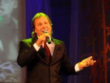 Бывший гендиректор компании «КАМАЗприватжилье» стал автором-исполнителем популярных песен
