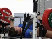 Евгений Роенко выжал лежа штангу весом в 250 килограммов