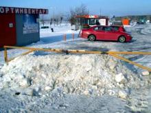 Из-за шлагбаума и наваленного снега скорая ехала к пострадавшей девушке 40 минут