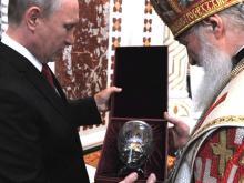Путин и Медведев получили на Пасху от Патриарха ювелирные пасхальные яйца