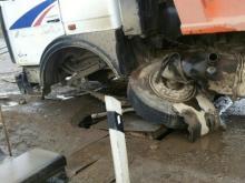 В Татарстане на железнодорожном переезде у грузовика вырвало колеса