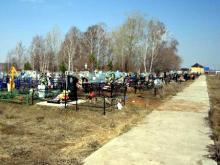 Глава Малой Шильны Геннадий Харитонов разломал бордюры на кладбище
