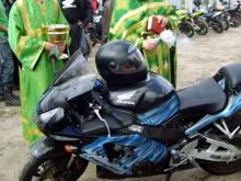 Челнинские байкеры освящают в церкви мотоциклы и читают молитву в мечети