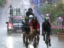 Ильнур Закарин дважды упал на велогонке «Джиро д'Италия» и выпал из первой десятки