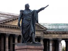 Прохожий отломил часть бронзовой шпаги от памятника Кутузову в Санкт-Петербурге