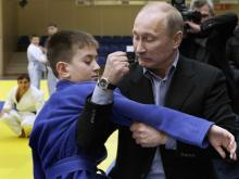 Владимир Путин стал соавтором учебника по дзюдо, изданного для школьников России