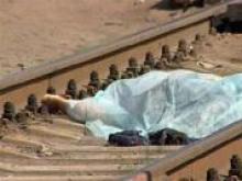 Машинист поезда обнаружил на рельсах труп мужчины, приехавшего из Киргизии