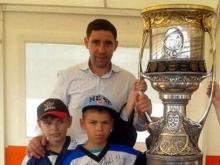 Хоккеист Данис Зарипов привез в Набережные Челны Кубок Гагарина