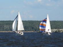 30 юных яхтсменов разбили на берегу Камы палаточный лагерь, где проживут одну неделю