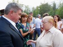 Наиль Магдеев во дворе дома 27/16 обсудил еще один памятник и выделенные полосы для автобусов