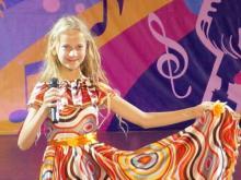 Челнинка Марина Мищенко получила приз от телеведущей Ангелины Вовк в лагере 'Орленок'