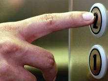 Скандал в Мурманске: Управдомы заблокировали лифты для жителей вторых этажей
