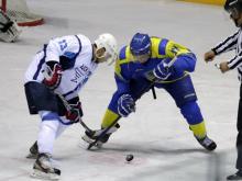 Хоккейная команда 'Челны', выигрывая по ходу матча, уступила ЦСК ВВС со счетом 4:6