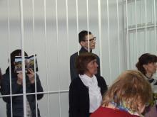 Челнинцам, угрожавшим взрывом у 'Торгового квартала', обвинитель просил назначить 13 и 11 лет