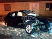 В Мамадыше автомобиль 'Ниссан' въехал в жилой дом. 6 пострадавших привезли в челнинскую БСМП