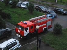 Таранить машины во дворах пожарники могут безнаказанно и сейчас (статья 2.7 КоАП РФ)