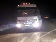 В Татарстане грузовик 'Мерседес Бенц Актрос' в темноте сбил насмерть пешехода