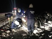 На автотрассе М-7 в ДТП с фурой погибли трое человек в легковом автомобиле