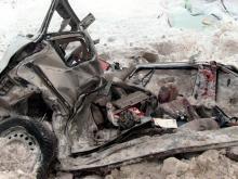 На трассе 'Елабуга - Пермь' 'КАМАЗ' раздавил легковую иномарку - погиб отец пятерых детей