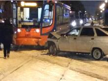 На местном проезде проспекта Мира с трамваем столкнулся 'ВАЗ-2110'