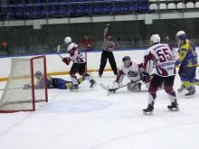 Хоккейный клуб 'Челны' во второй раз обыграл с крупным счетом команду 'Алтай'
