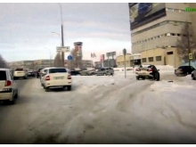 Водители устроили 'зимник' для удобного заезда в 7 комплекс с проспекта Дружбы Народов (видео)