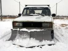 Житель поселка 'Подсолнухи' сделал снегоуборщик из автомобиля 'ВАЗ-2104'
