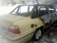 В автомобиле «Дэу Нексия» замкнула электропроводка - машина сгорела у БСМП