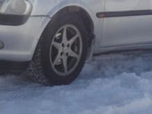 На улице Татарстан при заезде во двор дома автомобиль наехал на женщину