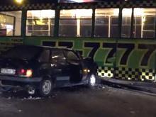 В поселке ЗЯБ водитель автомобиля 'ВАЗ-2114' столкнулся с трамваем. Два человека пострадали